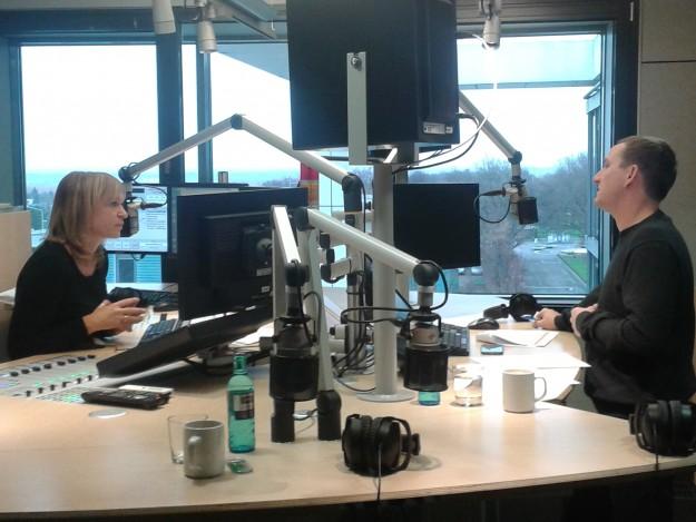 Moderatorin Sina Waage und Andreas Leopold im Gespräch.